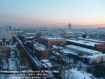 Открытое шоссе в районе Москвы Метрогородок.Вечерняя панорама Метрогородка