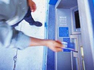 Камера снимает пин-код в банкомате