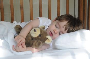 Уставший ребёнок муснул в гостинице