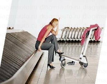 У молодой женщины потерялся багаж и она горюет