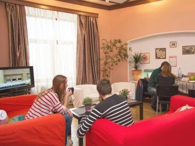 Забронировать место на месяц в хостеле «ЭйчЭм» Гоголевский Бульвар 33/1, 4 этаж, Арбат