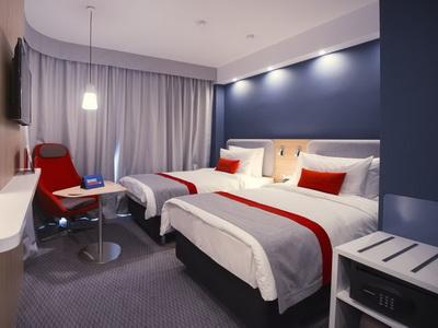 Фото, описание и отзывы об отеле «Holiday Inn Express Moscow - Khovrino» у метро Балтийская