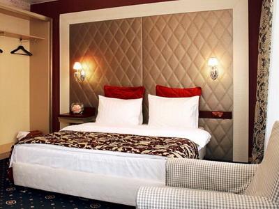 Фото, описание и отзывы о отеле «Best Seasons» рядом с метро «Коломенская»