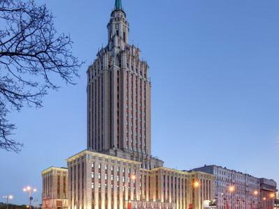 Фото, описание и отзывы о отеле «Хилтон Москва Ленинградская» рядом с метро «Преображенская Площадь» в Москве