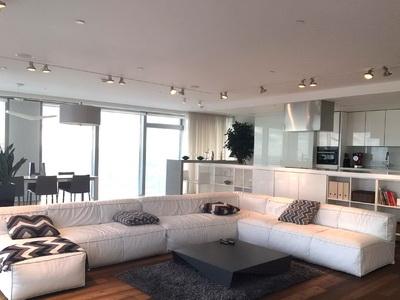 Фото, отзывы и рекомендации об отеле «Floor 49» у «Экспоцентра»