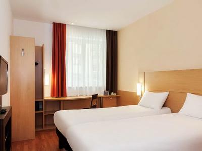Фото, описание и отзывы о отеле «Ибис Москва Центр Бахрушина» рядом с метро Римская