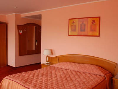 Фото, описание и отзывы о гостинице «Азимут» рядом с метро Дубровка