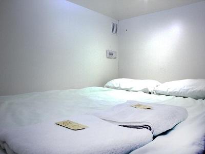 Фото, описание и отзывы о хостеле «CUBE Capsule Rooms» рядом с метро Смоленская