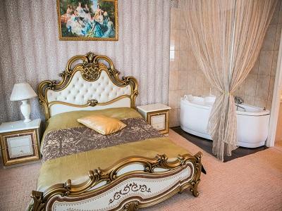 Фото, описание и отзывы о отеле «Happy (Paradise)» рядом с метро Смоленская