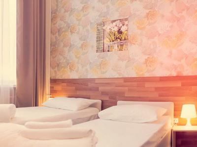 Снять номер в отеле «Ахаус» у м.«Варшавская»