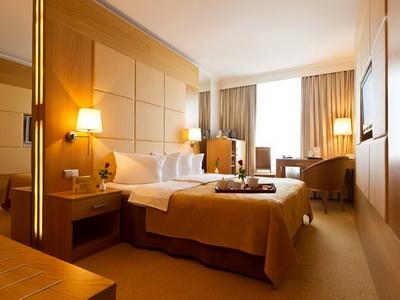 Фото, отзывы и рекомендации о номере с панорамным видом в отеле «Корстон» в башне «Империя»