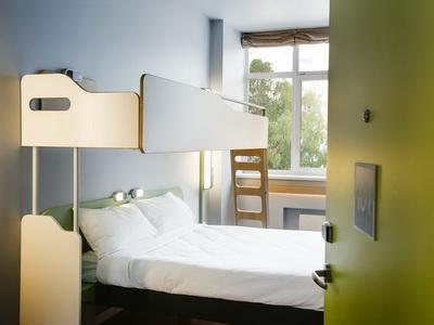 Фото, описание и отзывы об отеле «Отель Ибис Панфиловская Монарх Центр» у метро Зорге