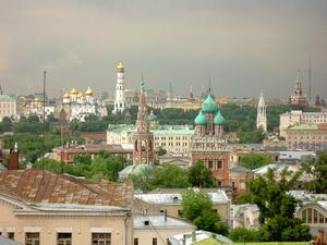 Район Замоскворечье в Москве.Старинные церкви и дома Замоскворечья рядом с в «Замоскворечье»